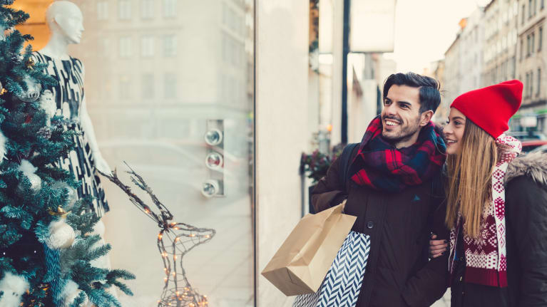 11 Compliance Tips for Working with Seasonal Employees During the Holidays