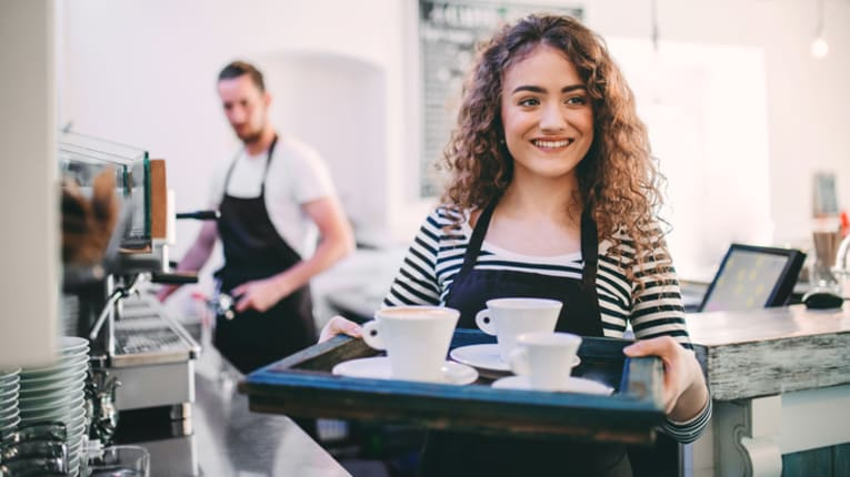 girl working in restaurant