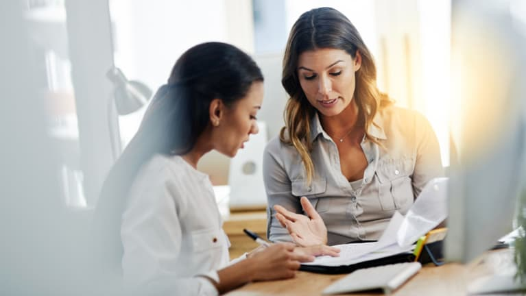 How to Conduct Stay Interviews: Core Features and Advantages