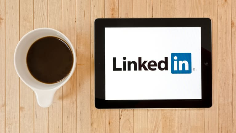 How Do You Rise to the C-Suite? LinkedIn Research Offers Some Clues