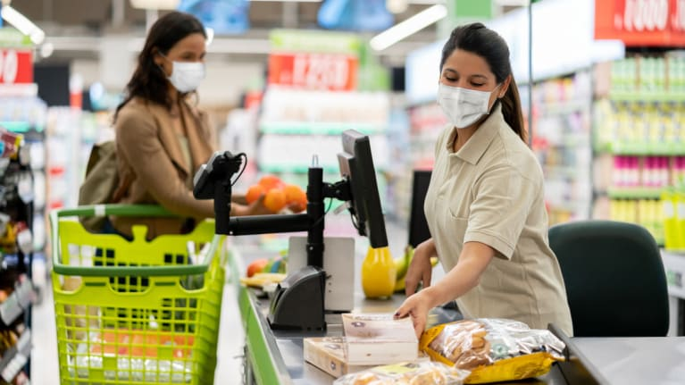 grocery store worker wearing a face mask