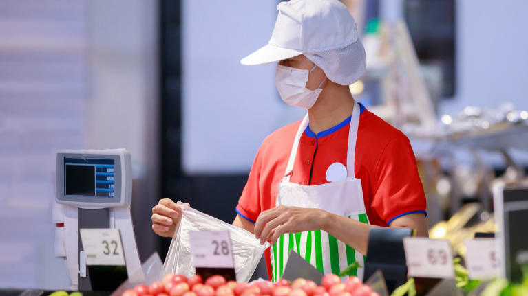 grocery worker wearing face mask