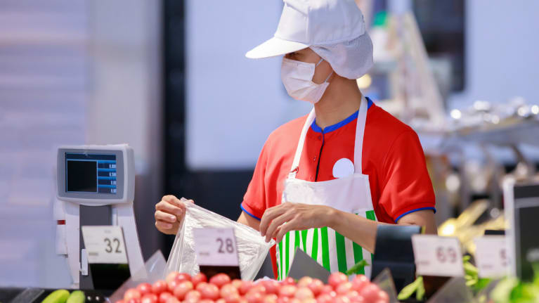 grocery worker wearing mask
