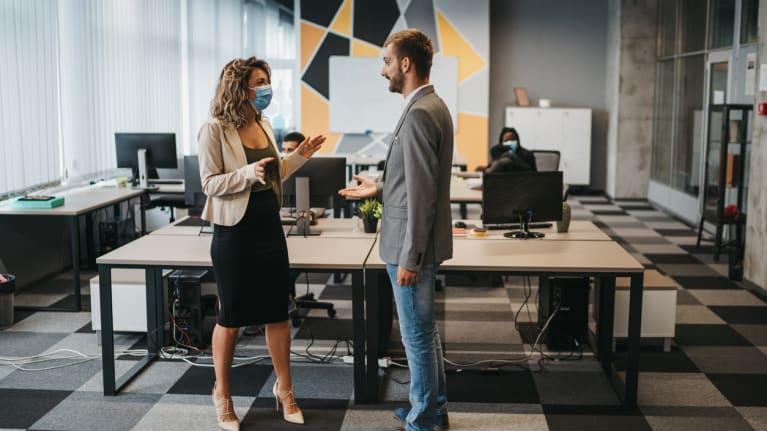 coworker dispute over wearing masks