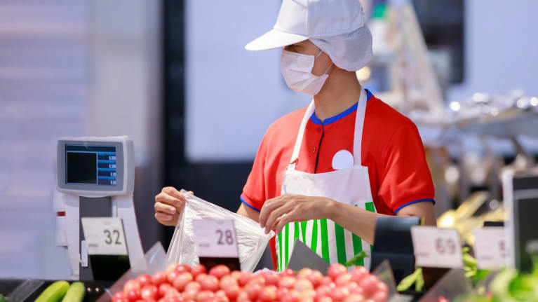grocery store worker wearing a mask