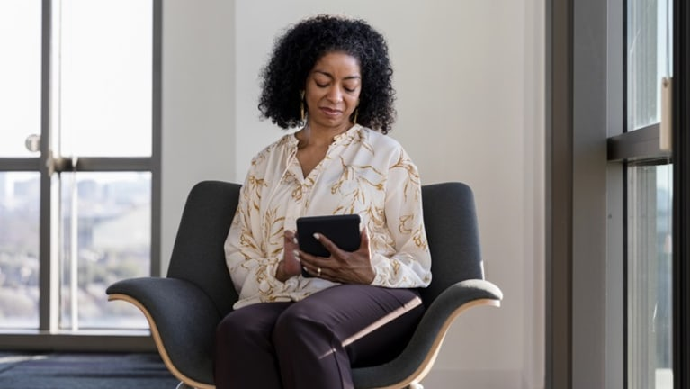 woman using app for teleheatlh counseling