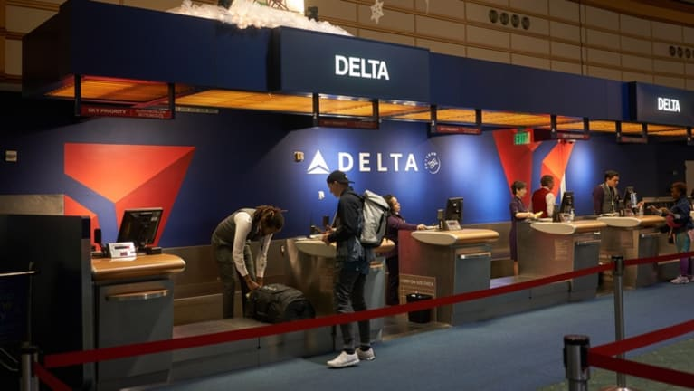 Delta Air Lines Charges Unvaccinated Workers $200 Monthly Premium Surcharge